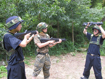 高清图—大学野外打野战遭偷拍
