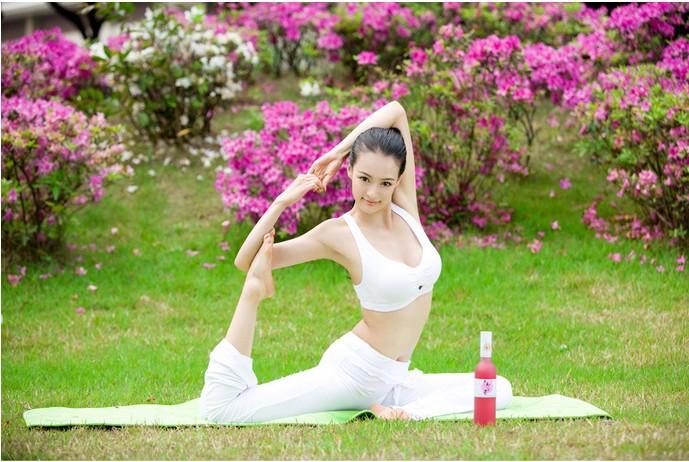 """高清图—""""亚洲最美瑜伽教练""""母其弥雅性感写真"""