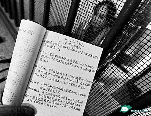 高清图—女贼盗窃后写工作日记 自我鼓励