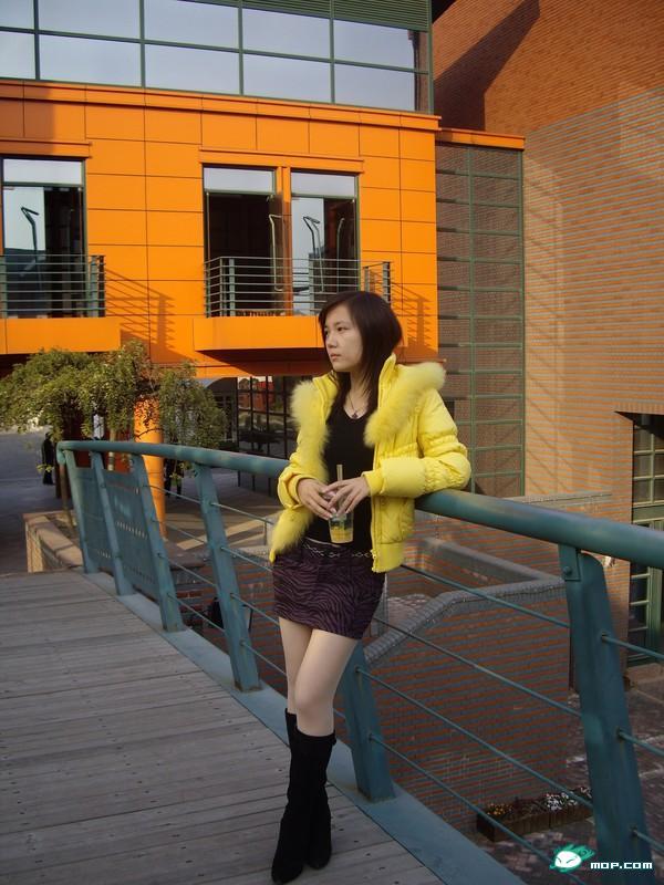 高清图—超短裙+长靴+美腿 邻家女孩生活照