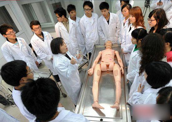 高清图—看看殡仪专业学生是怎么上课的
