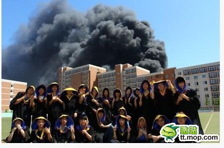 高清图—大连理工大学毕业照 太有爱了学校毁了