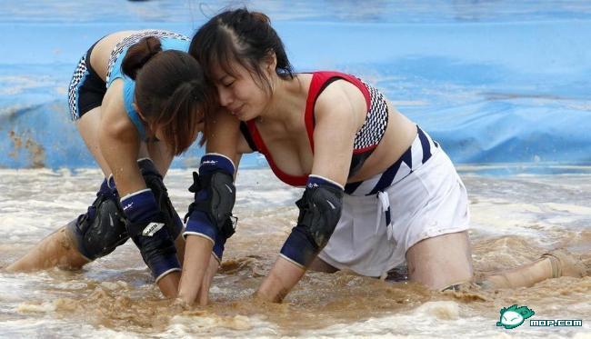 高清图—河南电视台《加油甜心》美女穿性感比基尼录制节目