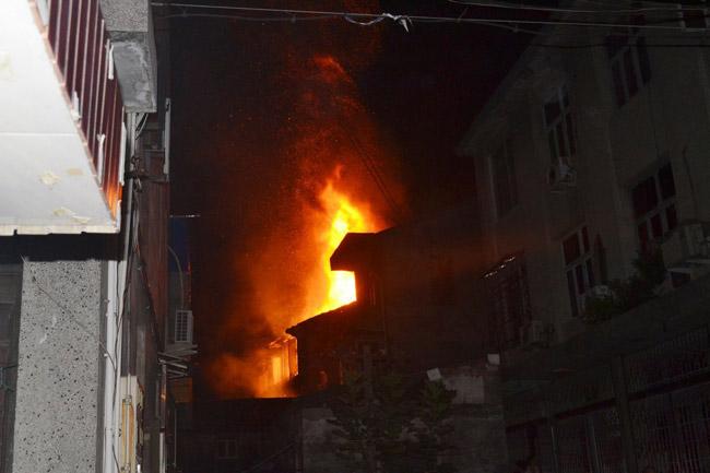高清图—浙江温州瑞安锦湖街道瓦窑村发生火灾 致7人死亡