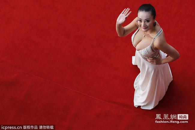 高清图 一路向西 女演员王李丹妮性感着装