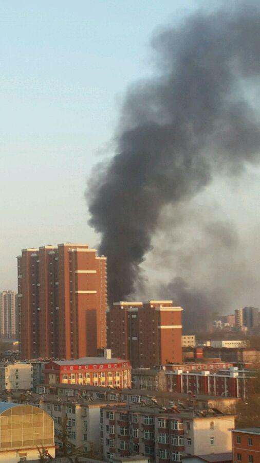高清图—丰台区东大街66号附近一处库房发生火灾 20140322