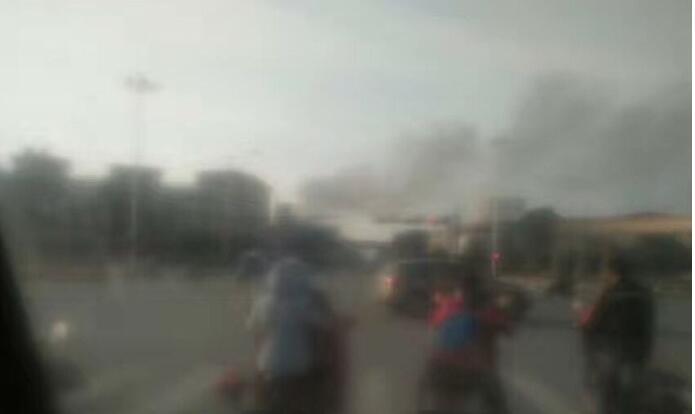 嘉兴桐乡濮院宏苑南路服装厂着火 专职消防队共30车120人赶赴现场增援
