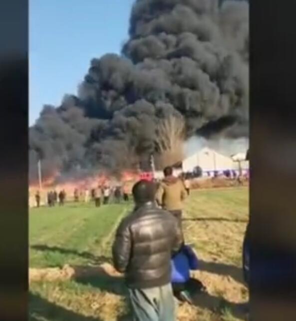 滨州惠民县姜楼镇西邓村附近小型绳网厂突发大火
