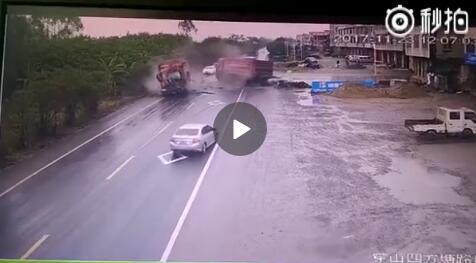 柳州市穿山镇209国道四方塘路口发生一起严重的交通事故