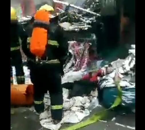宣化区顺城街一平房发生火灾 消防成功救出一名老人