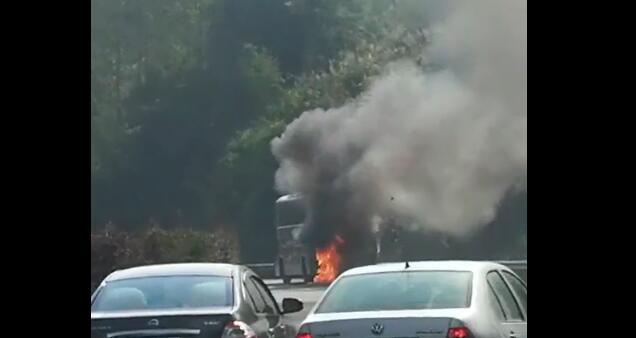 梅县往兴宁高速路段一客车着火