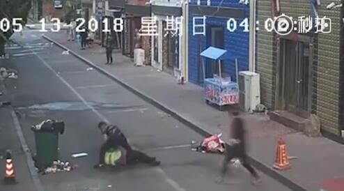 因被指责垃圾倒在地上 黑龙江服务员将环卫工打成重伤
