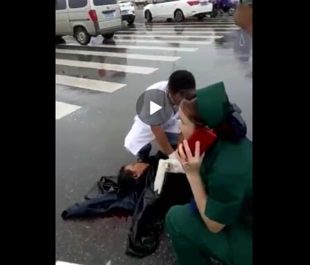 上饶大桥发生一起车祸 一女子倒地重伤