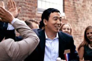 华裔杨安泽宣布要选总统 当选将成为史上首位