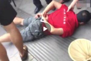今天上午,重庆铜梁区一公园今日发生一起重大杀人案,一男子持刀当场杀死四人,男子随后被当地公安局就地制服,目前案件正在调查中