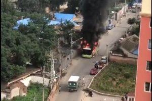 北京957路公交车起火烧死1人