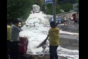 大连中南路植物园加油站 大型油罐车发生泄漏